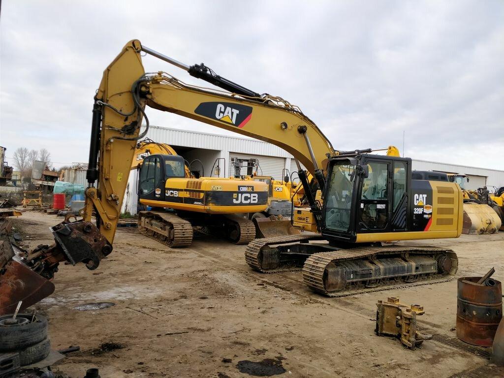 Tracks excavator CATERPILLAR 320 F - Codimatra<br />