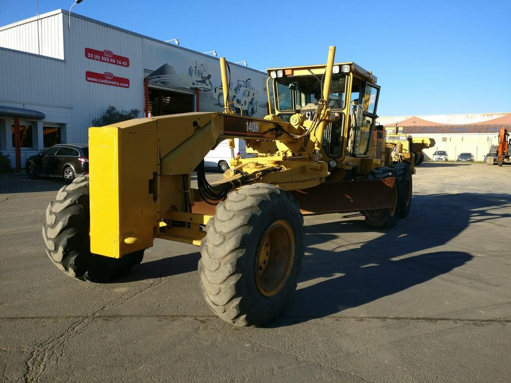 Used Motor grader CATERPILLAR 140H for public works