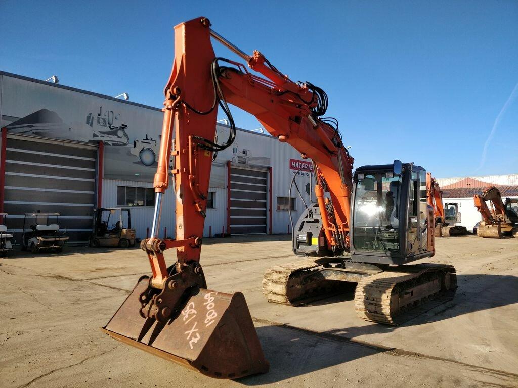 Tracks excavator HITACHI ZX135-3