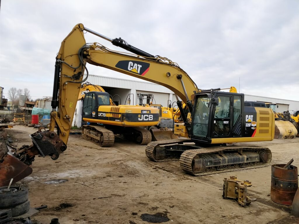 Tracks excavator CATERPILLAR 320F