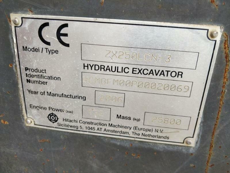 Tracks excavator HITACHI ZX250-3