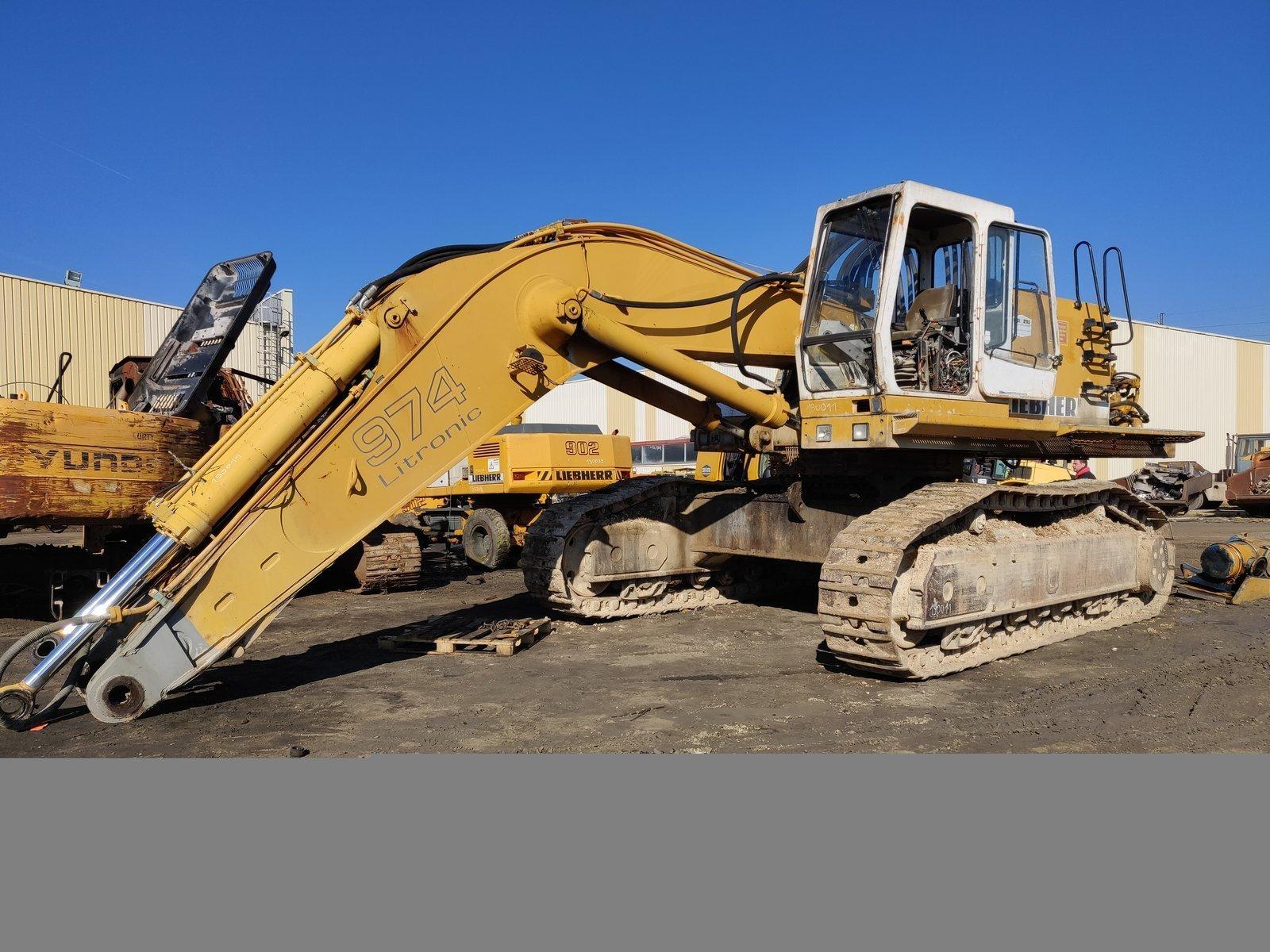 Tracks excavator LIEBHERR R974