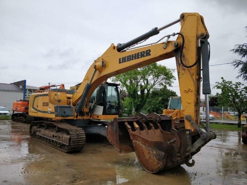 Tracks excavator LIEBHERR R936NLC