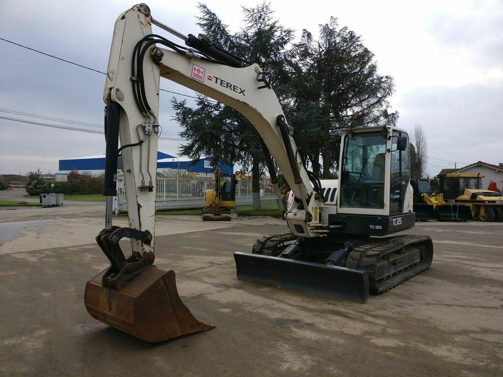 Tracks excavator TEREX TC125