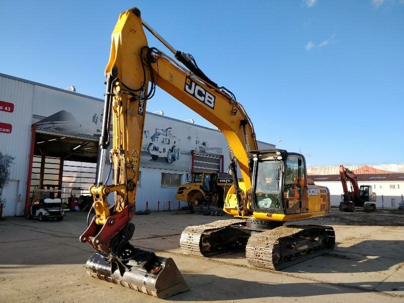Tracks excavator JCB JS210