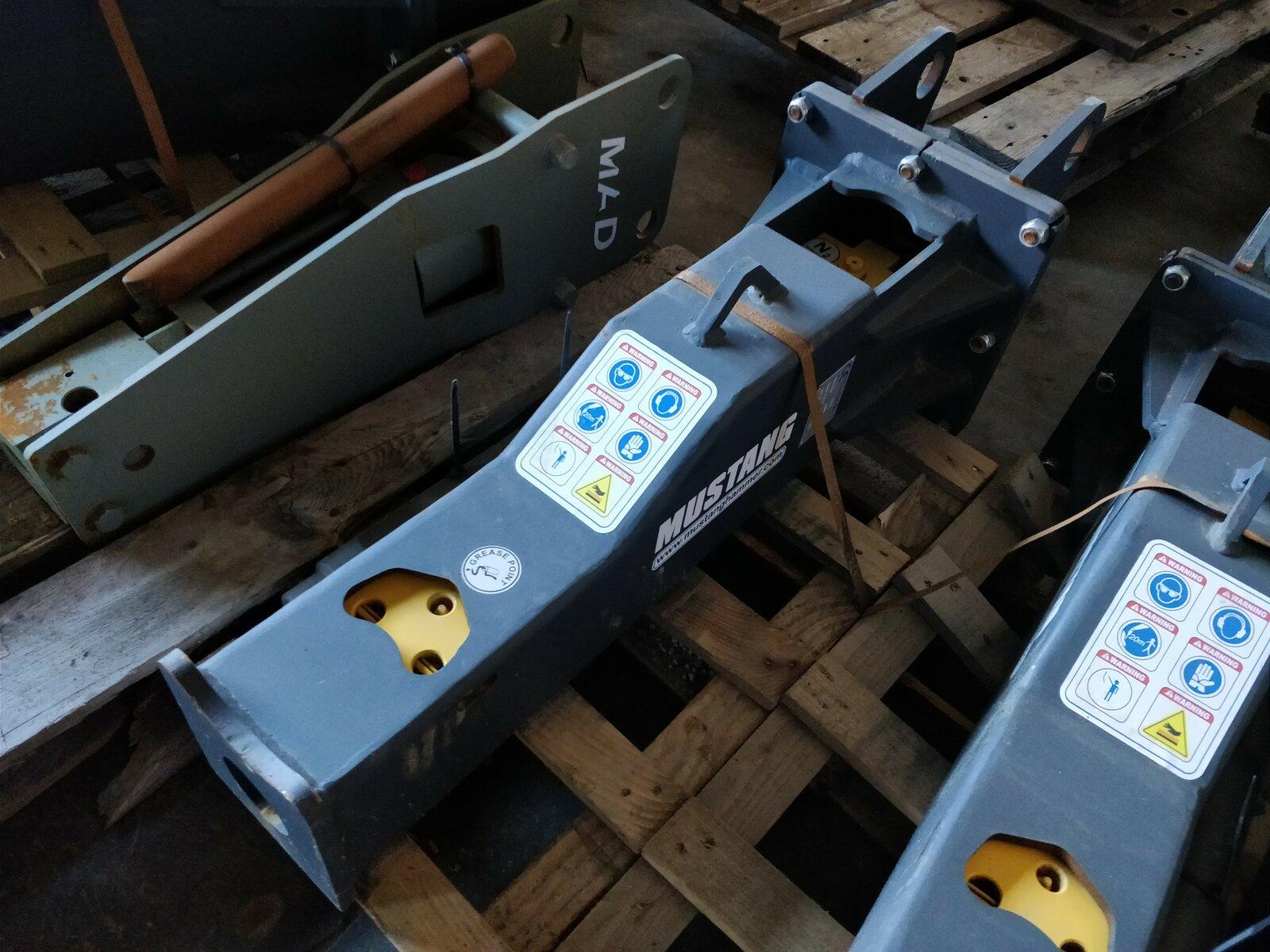 Equipment MUSTANG HM250