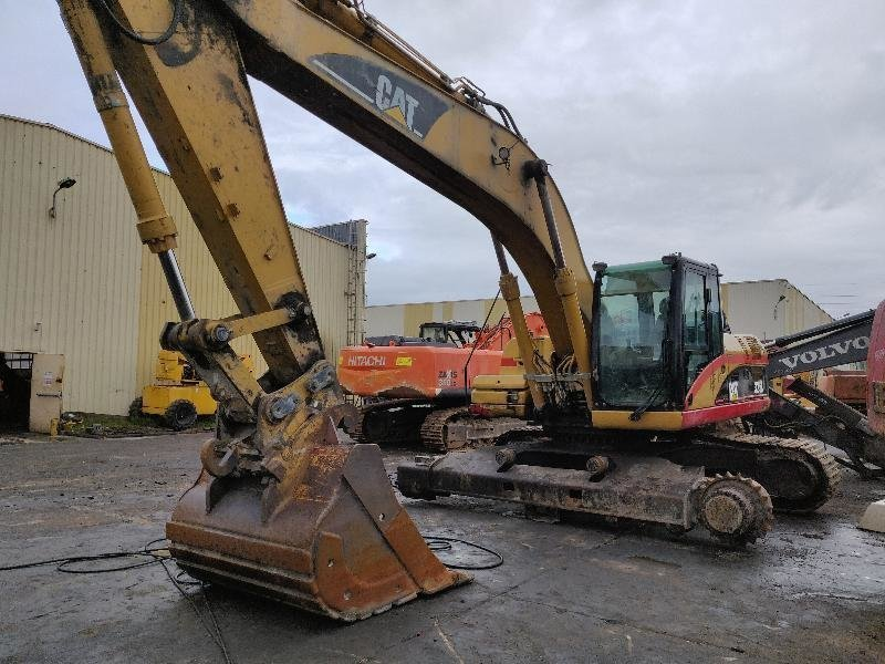 Tracks excavator CATERPILLAR 325D