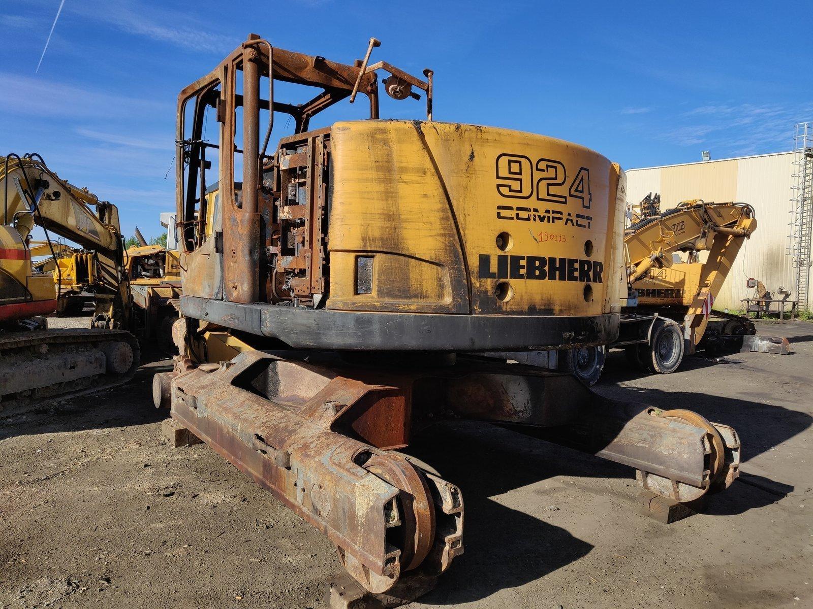 Tracks excavator LIEBHERR R924COMP