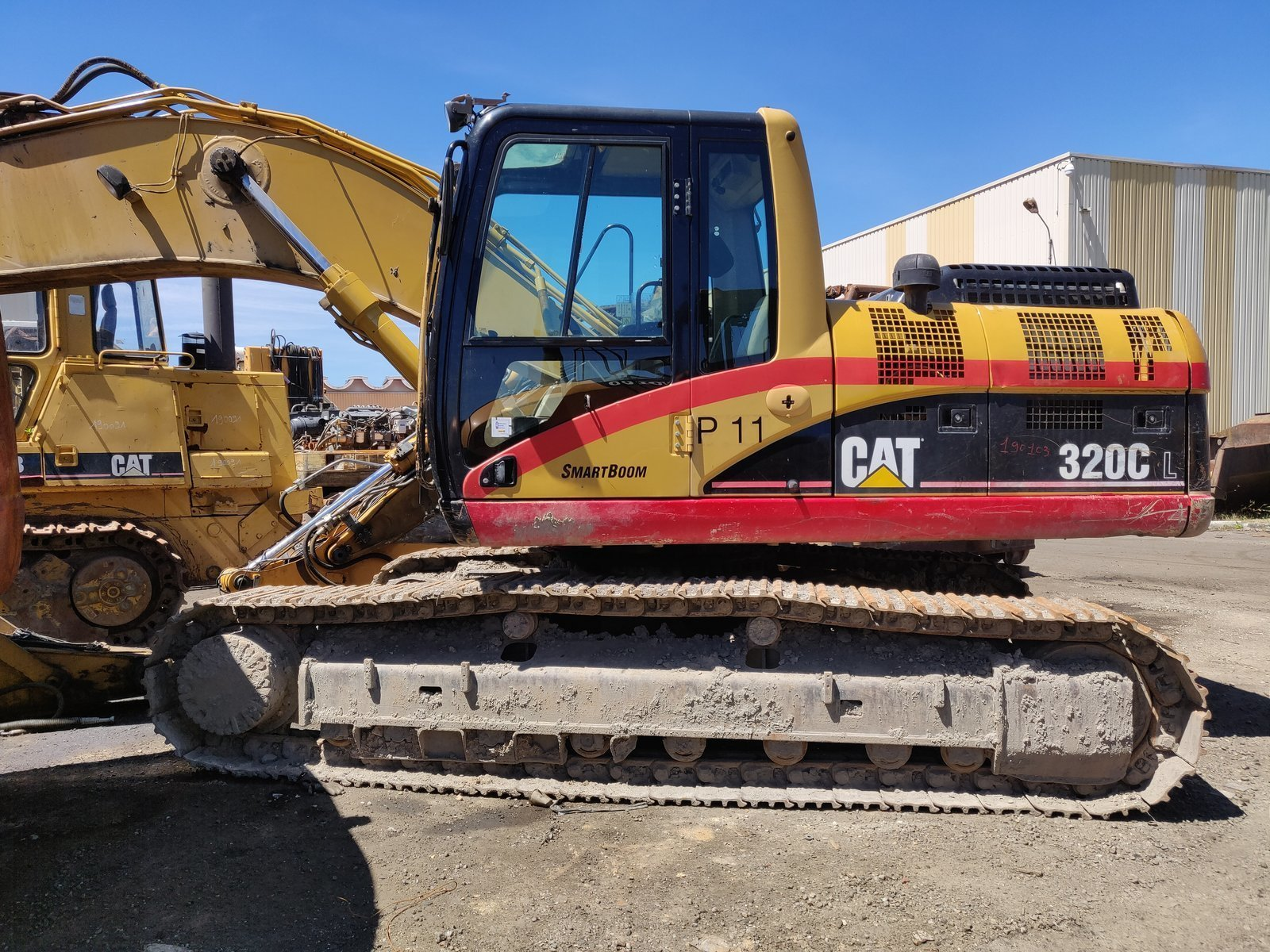 Tracks excavator CATERPILLAR 320C