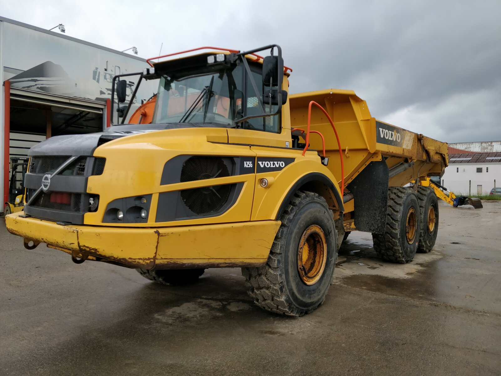 Articulated dump truck VOLVO A25G