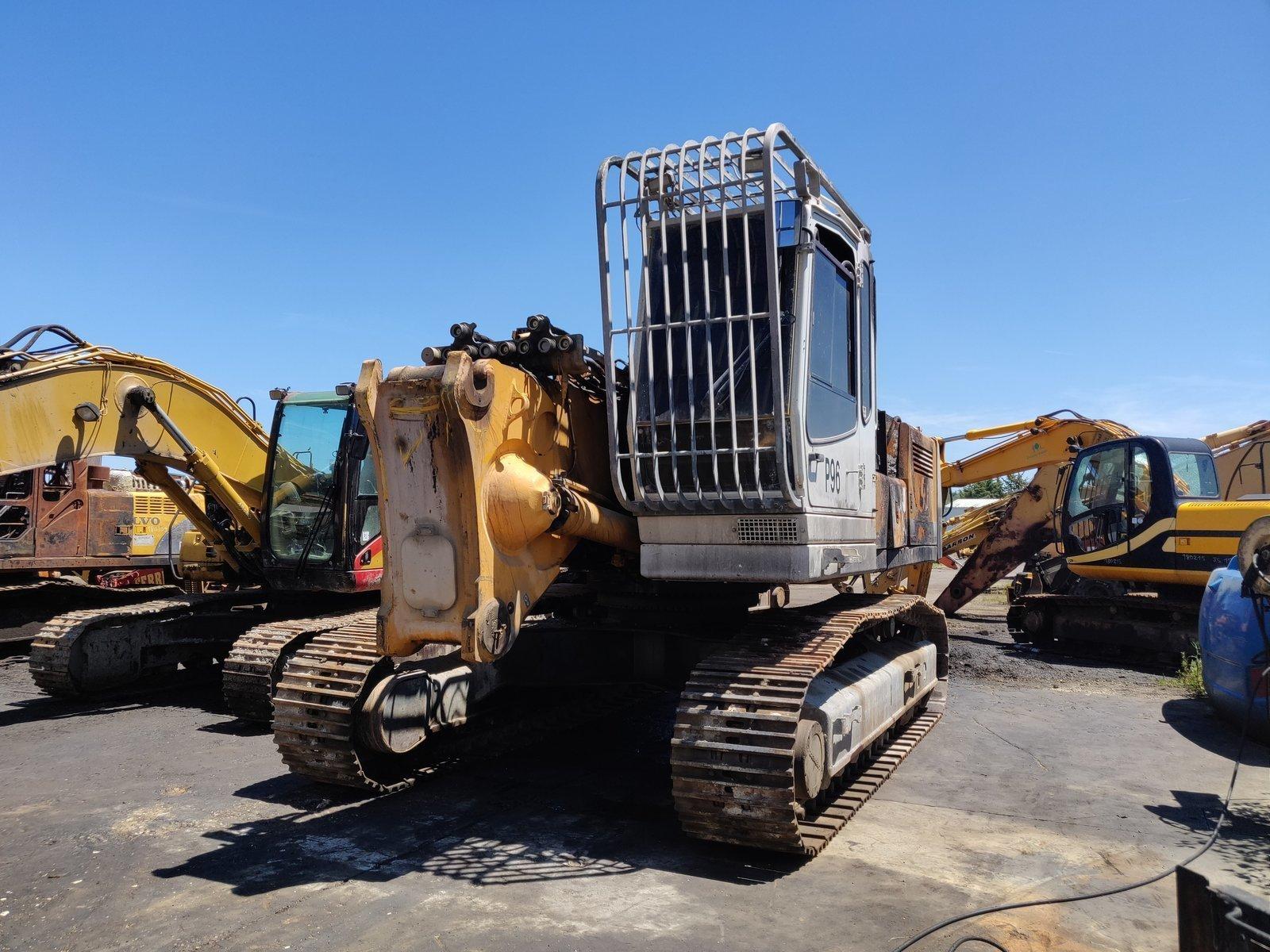 Tracks excavator LIEBHERR R944B