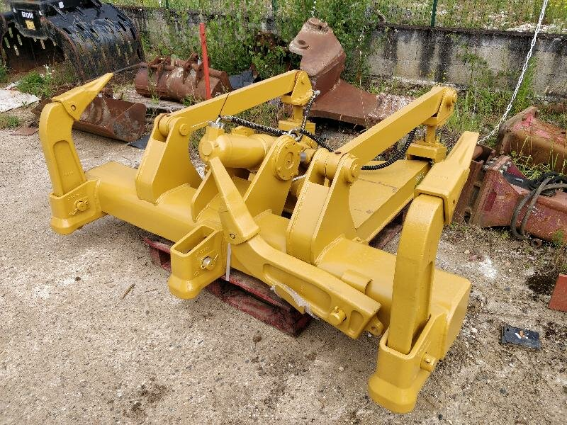 Equipment CATERPILLAR D6N