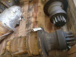 Rotation reducer for LIEBHERR R312