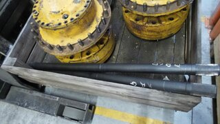 Wheel shaft for VOLVO L150