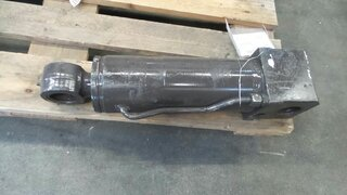 Offset cylinder for MECALAC 10MSX