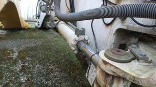 Offset cylinder for LIEBHERR R914B
