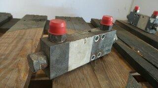 Hydraulic pressure relief valve for LIEBHERR A312