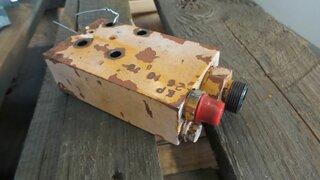 Hydraulic pressure relief valve for LIEBHERR A902