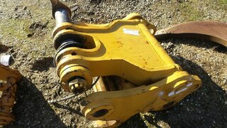 Quick coupler for LIEBHERR R964