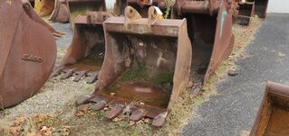 Trenching bucket for LIEBHERR R912
