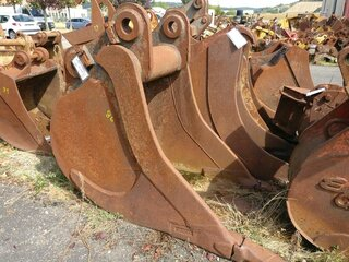 Trenching bucket for LIEBHERR R942HD