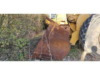 Loader bucket for LIEBHERR L551