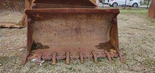 Loader bucket for CATERPILLAR 943