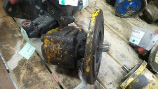 Advancement hydraulic motor for DYNAPAC CD4
