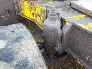 Axle housing lock cylinder for LIEBHERR A902LI