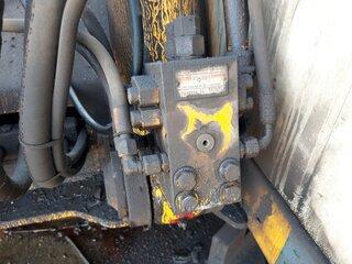 Hydraulic pressure relief valve for LIEBHERR A902LI