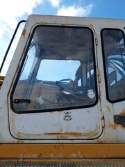 Cabin door for LIEBHERR R974