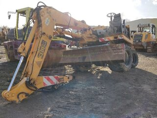 Seat for LIEBHERR A308