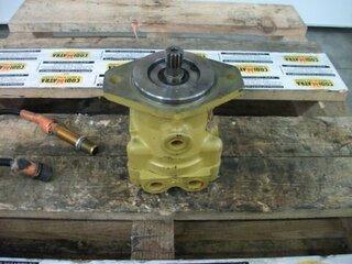 Advancement hydraulic motor for DYNAPAC CC222