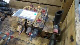 Hydraulic distributor for CASE 688B