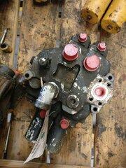 Hydraulic distributor for LIEBHERR A902LI