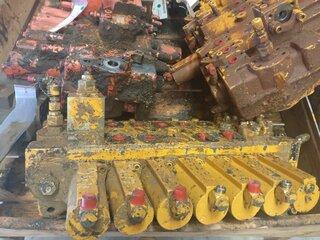 Hydraulic distributor for LIEBHERR R944