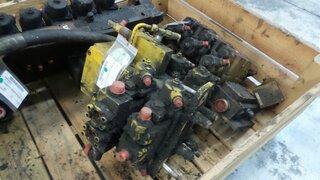 Hydraulic distributor for FURUKAWA W730LS