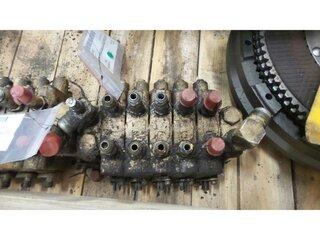 Hydraulic distributor for CHAMPION 710A